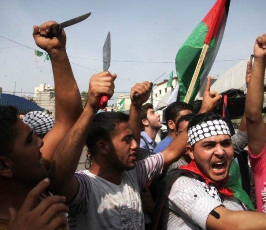 Palestinske studenter i Gaza demonstrerer til støtte for knivangrepene mot israelere. (Illustrasjonsfoto: Flash90)