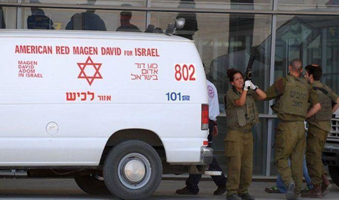 Ambulanse ved grensestasjonen Erez (Foto: Amir Cohen via Ynet)