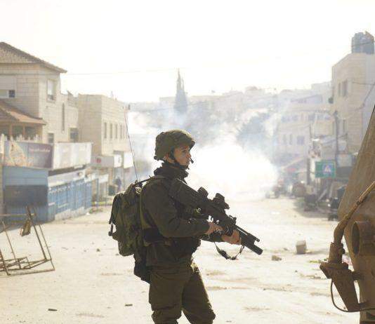 Israelske styrker leder efter en eftersøgt terrorist i området omkring Jenin.