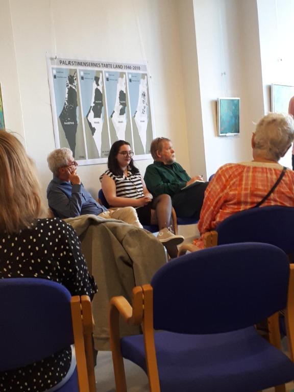 Publikum til panel-diskussion af bl.a.