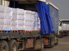 Lastbiler med varer på vej ind i Gaza ved grænseovergangen Kerem Shalom.