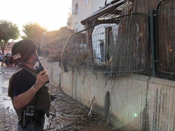 Flere hundrede raketter har ramt Israel i år. I sommer blev fire personer skadet da en boligblokke blev ramt i Sderot. (Foto: Politiet)