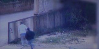 IDF video den 28. december 2018, viser mænd i den sydlige libanesiske landsby Kafr Kila, der flugter fra væskerne anvendt til at forsegle angrebstunneler og afslører indgangen på den libanesiske side af grænsen.