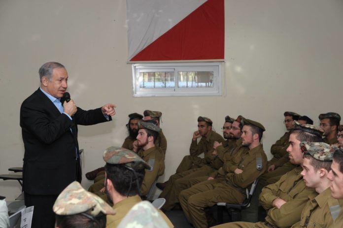 Statminister Benjamin Netanyahu besøger Nahal Heredi (2011, Amos BenGershom / Government Press Office, Israel)