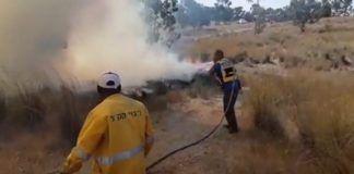 Brandmænd bekæmper ilden ved Gaza-grænsen [Photo: KKLJNFWorldwide / YouTube ]