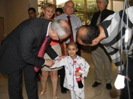 Palestinian Minister of Health visits patients in Israeli hospitals (Foto: COGAT via Israeli Ministry of Foreign Affairs, May 2013)