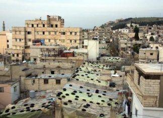 "Ain al Helweh - Libanons største ""lejre"" for palæstinensere - set ovenfra (Foto Fanklin Lamb. Axis of Logic. 16 november 2013. http://axisoflogic.com/artman/publish/Article_66176.shtml)"