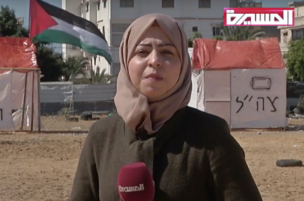 Palæstinensiske journalist, Hajer Harb, rapporterer fra en Hamas Træningslejr i Gaza. (Screenshot: Hager Press / YouTube
