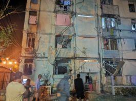 Flere boliger er ramt af raketterne fra Gaza. Denne bygning i Ashkelon blev ramt af en raket natten til søndag. (Genoptrykt fra MIFF.NO)