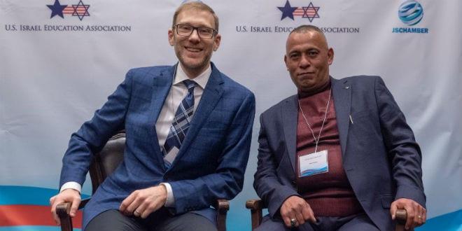 Ari Zimmerman (tv) og Ashraf Jabari, stiftere af Judea-Samaria Chamger of Commerce og Indsutry (JSC). Foto: Eitan Tal via